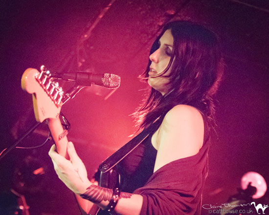 Chelsea Wolfe / Alan Smithee @ King Tut's, Glasgow 11/05/2013 - Photo by Claire Thomson