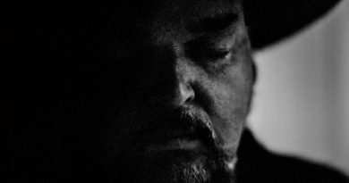 Review: Alain Johannes 'Hum'
